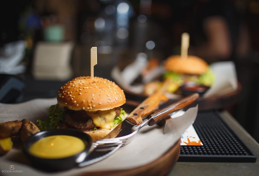 Топ-5 | Куди йти в Марiуполi за кращими бургерами