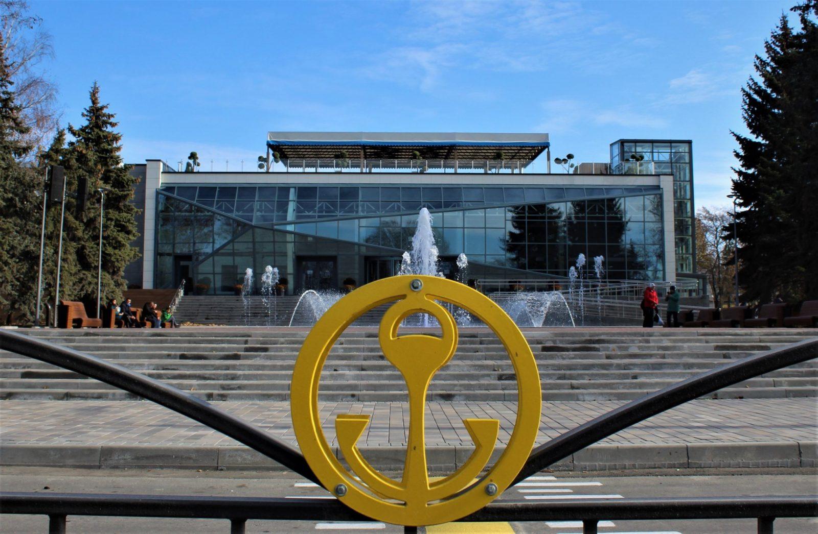 На Лівобережжі в Маріуполі відкрився найбільший в Україні ЦНАП і це круто