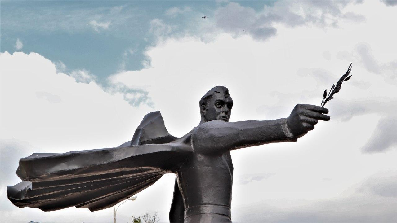 До річниці визволення Маріуполя: пам'ятники воїнам-визволителям